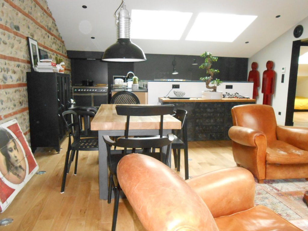 Vente appartement 3 pieces de 106 m2 31000 toulouse 1206 for Appartement atypique toulouse vente